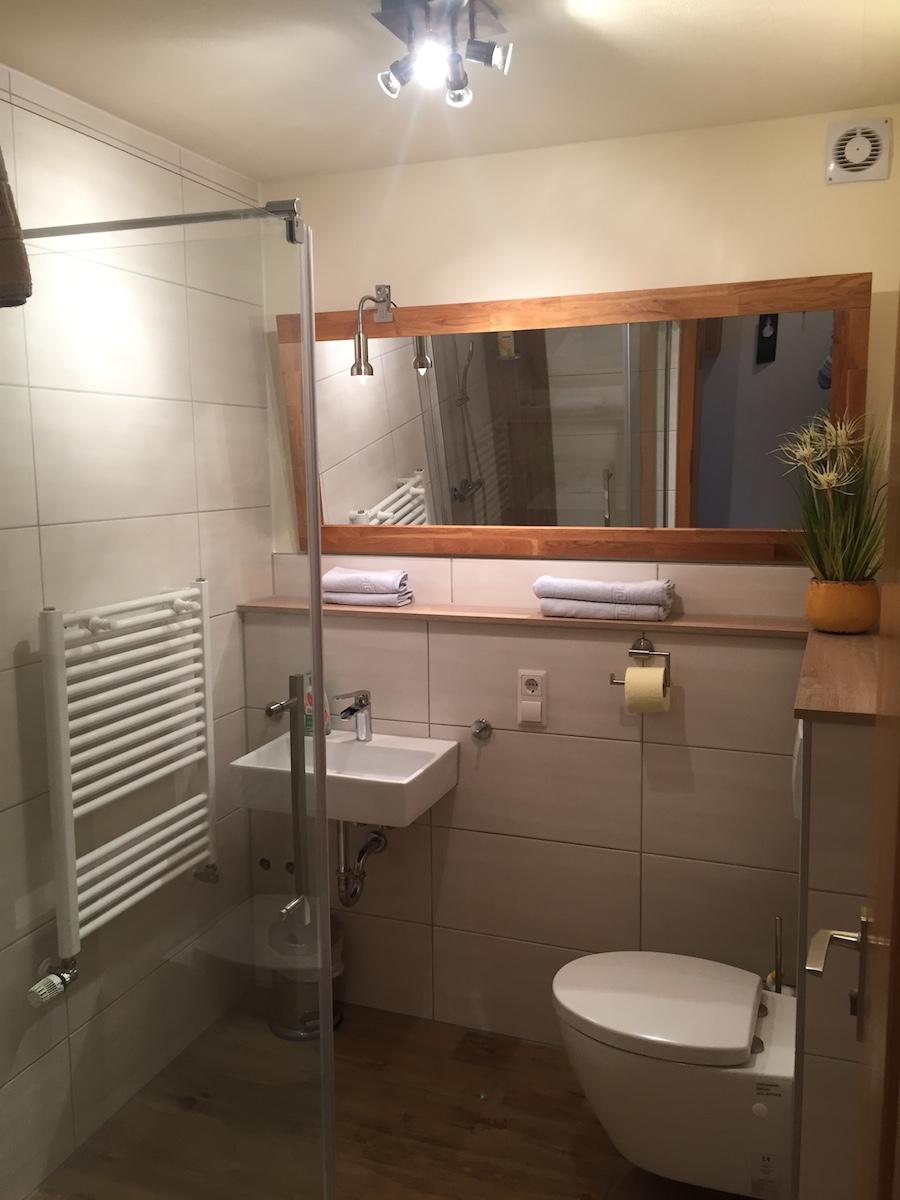 https://www.hotel-zumschiffchen.de/wp-content/uploads/2017/03/Bdezimmer-neu.jpg
