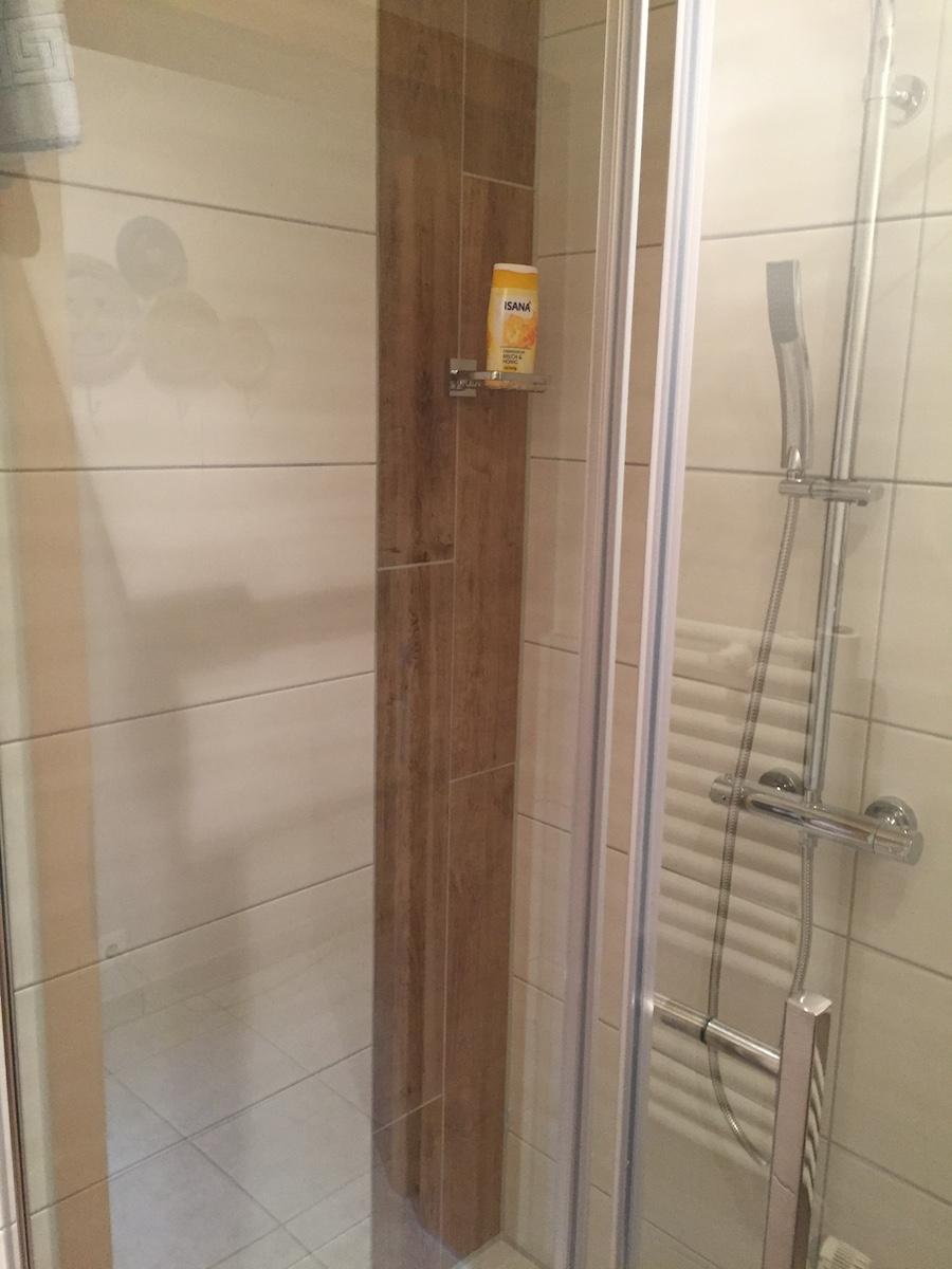 https://www.hotel-zumschiffchen.de/wp-content/uploads/2017/03/Neues-Badezimmer-Hotel-zum-schiffchen.jpg